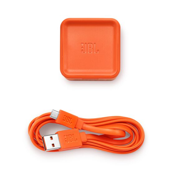 JBL Tuner FM - White - Portable Bluetooth Speaker with FM radio - Detailshot 2